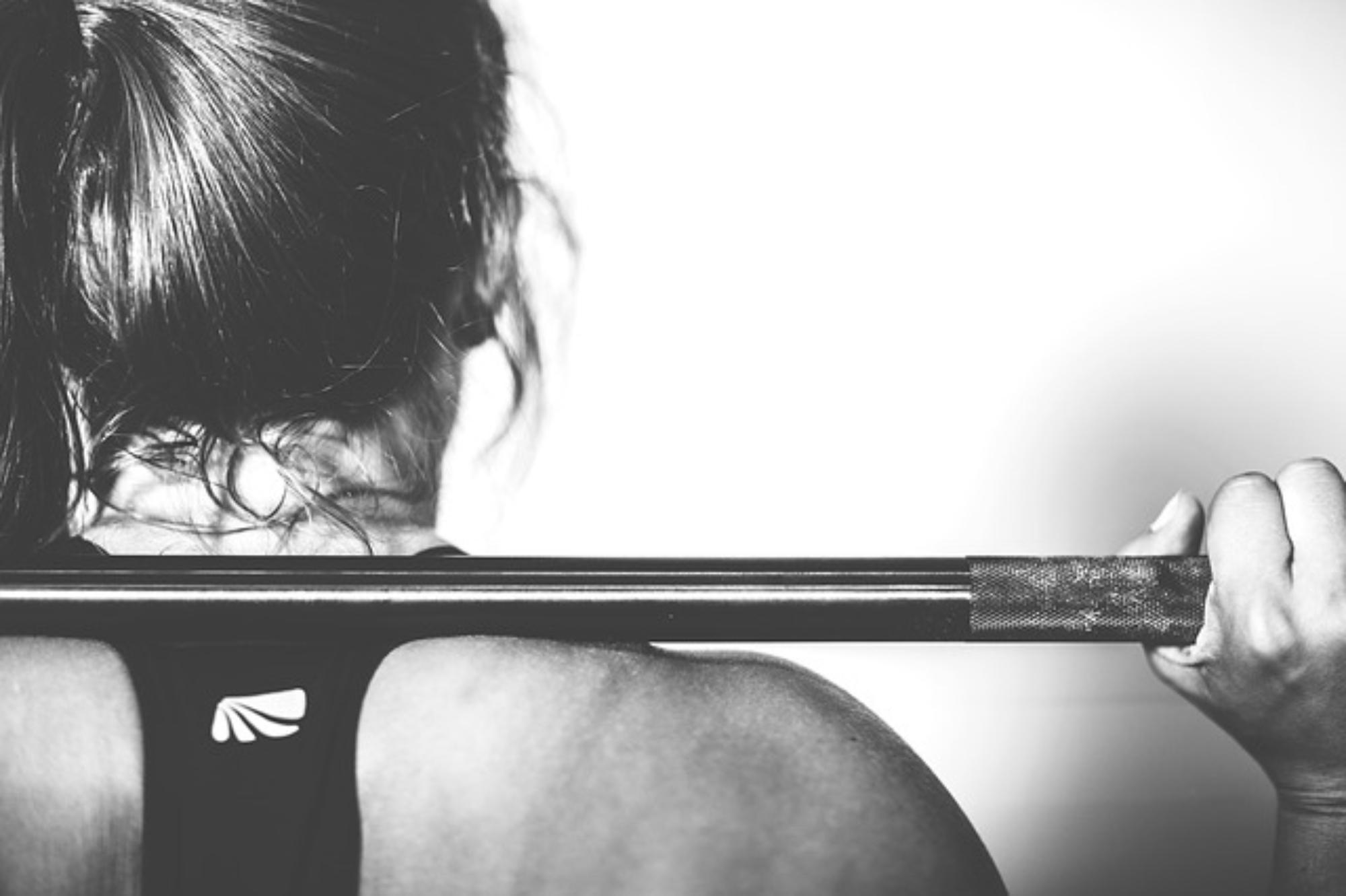 jak łączyć partie mięśniowe na siłowni